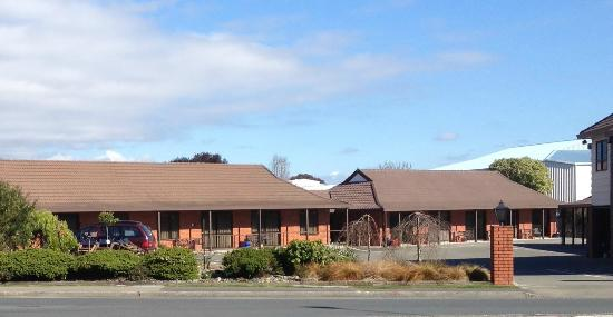 view from the road of Amber Court Motel