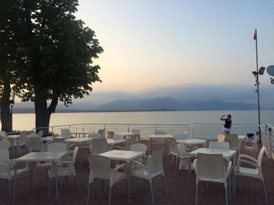 La terrazza - Foto di Cala de Or, Desenzano Del Garda - TripAdvisor