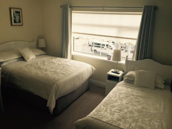 شانتالا لودج بي آن بي: Excelente B&B con habitación muy cuidada, limpia y cómoda. Mooira, muy agradable y servicial, no