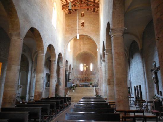 Parrocchia di San Gregorio Maggiore: visione della Basilica dall'entrata
