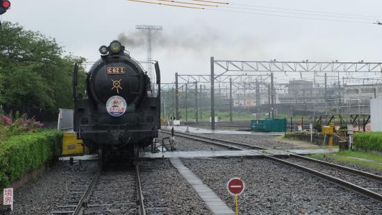 Umekoji Steam Locomotive Museum: C622 が客車を牽引。\200-