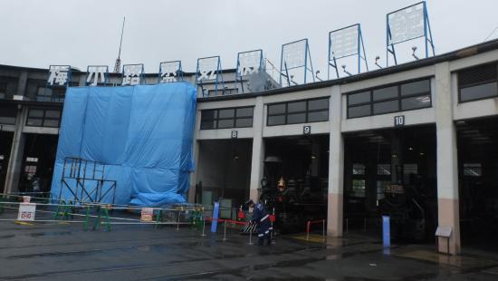 Umekoji Steam Locomotive Museum: 扇形機関区は現在耐震工事中です。が、ターンテーブルは健在。。