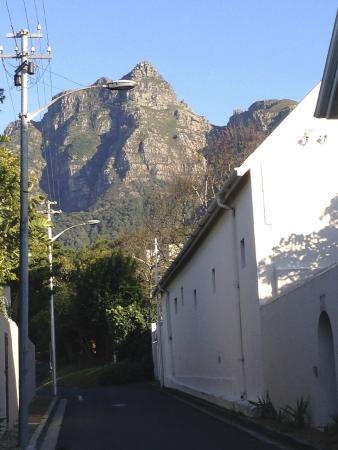 Little Scotia Guest House: View from street outside