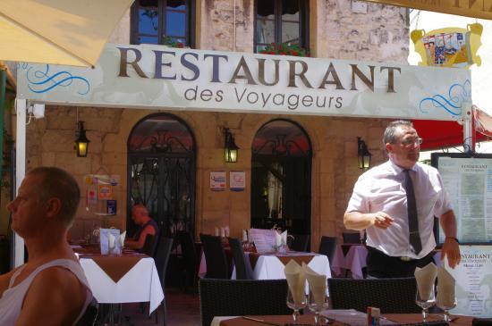 Restaurant des Voyageurs : Ресторан и наш официант
