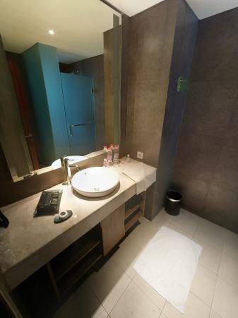 SDB Moderne - Picture of Taksu Sanur Hotel, Sanur - TripAdvisor