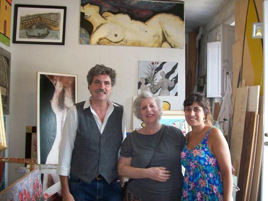Art Gallery Studio Iguarnieri: O artista Roberto Guarnieri e sua assistente.