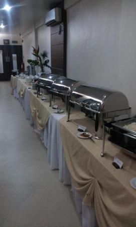 La Piazza Hotel & Convention Center: Frühstück vom Buffet