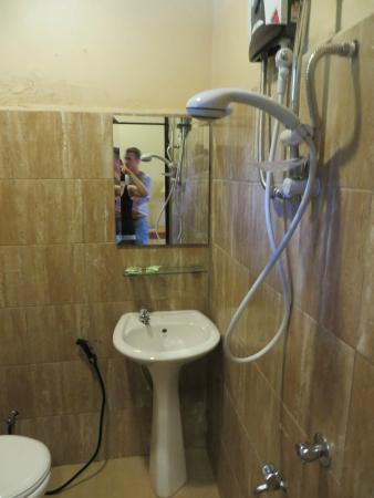 Ombak Resort Perhentian Island: Bathroom