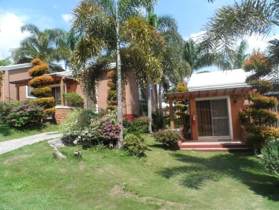 D'Leonor Inland Resort and Wavepool: cottages for overnight stay