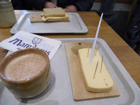 Denee, Bélgica: Planchette de fromage & chocolat chaud