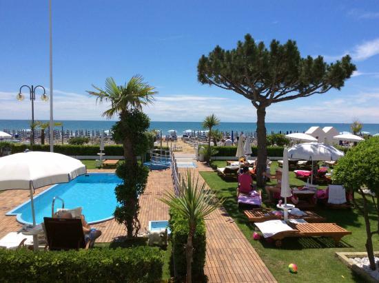 Hotel Universo: giardino e spiaggia