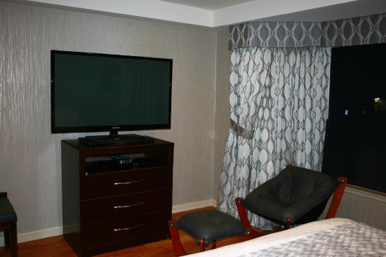 Hotel Strata: Room decor - 1