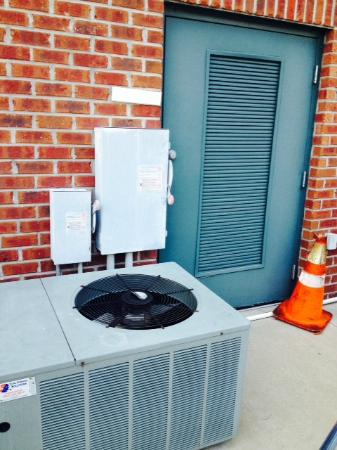 Country Inn & Suites By Carlson, Summerville : NO HVAC FOR THE COMMON AREAS DOWNSTAIRS