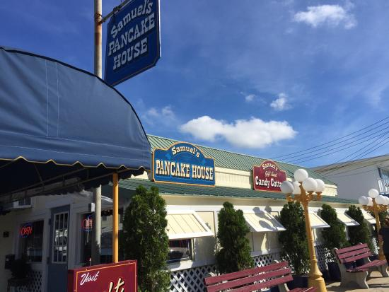 Samuel's Pancake House & The Gift and Candy Cottage: photo0.jpg