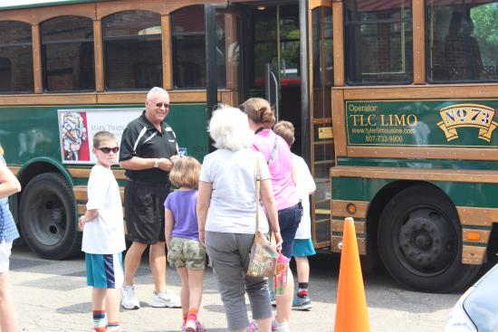 Chemung Valley History Museum : Entering the Trolley Tour