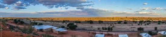 Kgalagadi Transfrontier Park, แอฟริกาใต้: View from chalets @ Kgalagadi Lodge