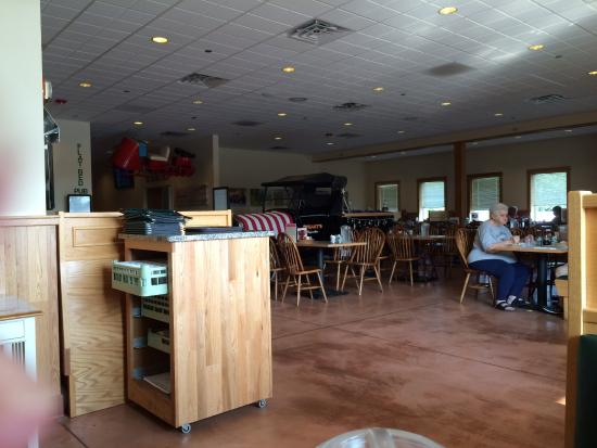 Dysart's Restaurant: The view from our booth