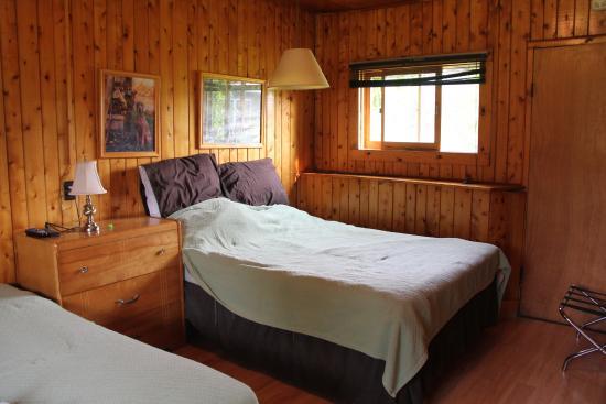 Hidden Valley Motel: Room #1 Bedroom