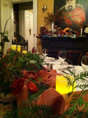 Vienna Historic Inn and Restaurant: Festive decorated tables for group
