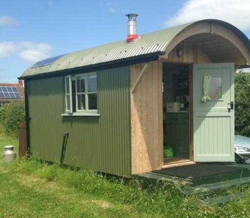 Walnut Tree Farm Camping & Bunk House: The Hut