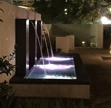 Hotel Casa 425: Fountain at night
