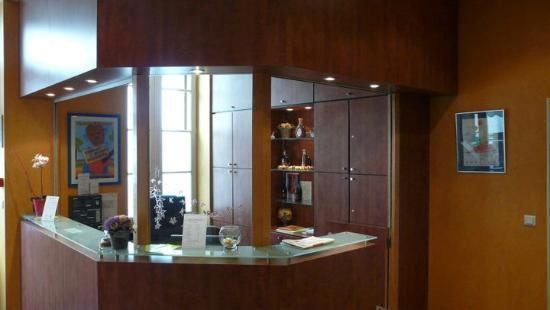 Bureau de la réception de l hôtel la residence photo de hotel