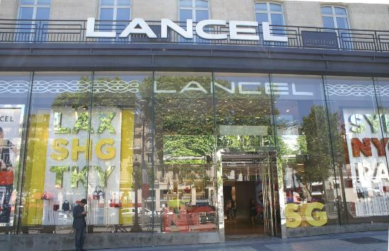 boutique de lancel picture of champs elysees paris tripadvisor. Black Bedroom Furniture Sets. Home Design Ideas