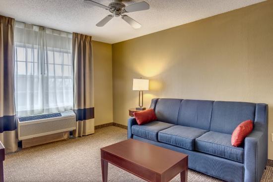 Comfort Inn & Suites. Grafton-Milwaukee: Suite area of King Suite