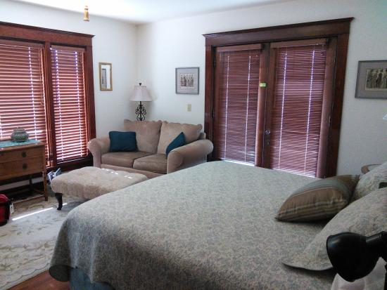 Cedar Cove Inn: French doors lead from our 2nd floor bedroom to the porch