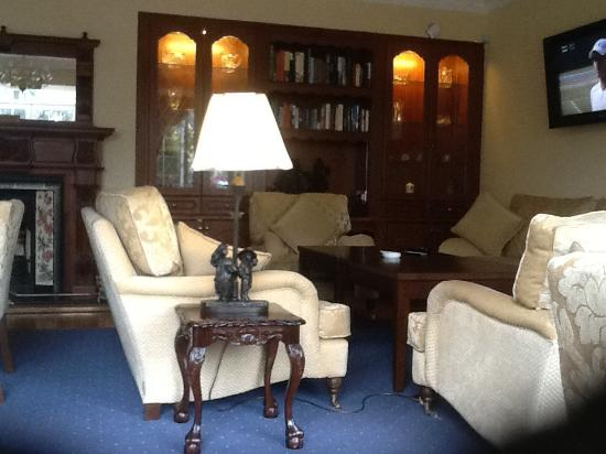 Old Weir Lodge: One of the sitting rooms