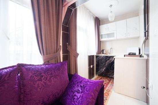 Bright Apart: Apartment Basement Floor