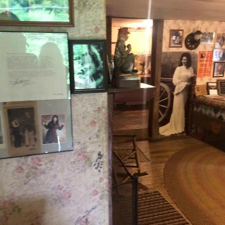 Loretta Lynn's Home: Another inside look