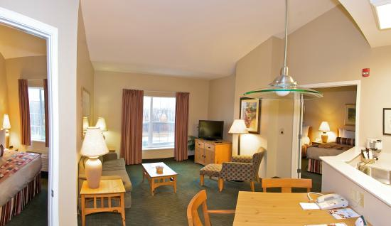CrestHill Suites Albany: Two Bedroom Suite