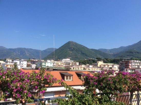 Hotel Stabia: View of Vesuvius from terrace