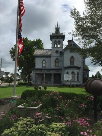 Fayette County Museum: Photos of the museum seen from the street.