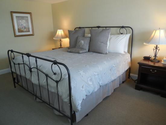 Chatham Highlander: King Bed - Room 207