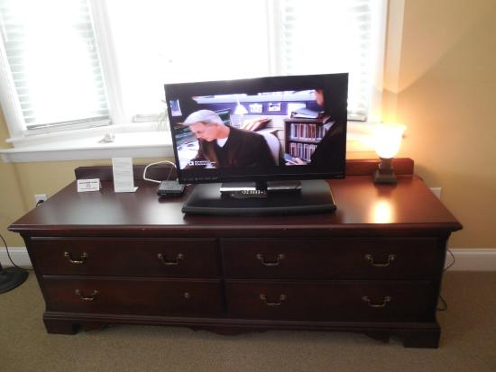 Chatham Highlander: Flat Screen TV - Room 207