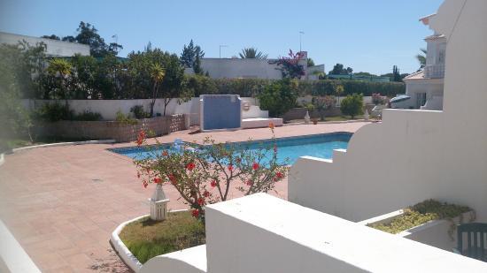 Quinta da Balaia: Vista lateral de la piscina