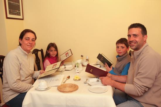 Kingstown House: A French family preparing to order