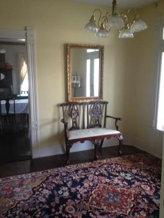 Thee Hubbell House Bed & Breakfast: Entry Hall
