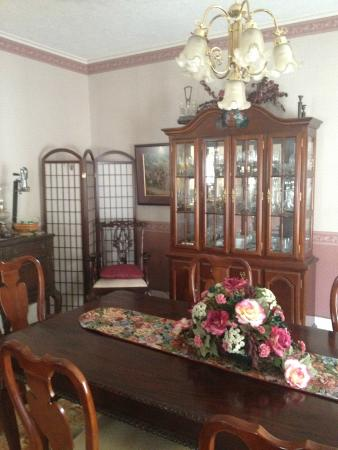 Thee Hubbell House Bed & Breakfast: Dining Room