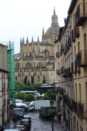 Hostal Plaza: Vista de la Plaza y Catedral desde el balcón de la habitacion