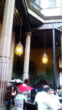 Murales picture of sanborns de los azulejos mexico city for Sanborns restaurant mexico