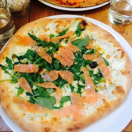 In Teglia : Délicieuse pizza au saumon ! Mais j'ai été déçue par le tiramisu qui ne m'a pas semblé très trav