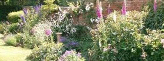 The Bothy Bed and Breakfast: Beautiful English Garden
