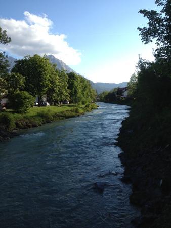 Hotel Aschenbrenner: River nex to the hotel