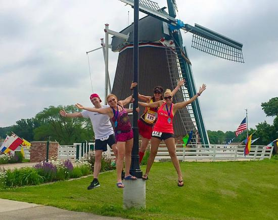 De Immigrant Windmill: Gene Kelly & co - but no rain !!