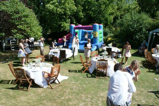 Chalk Farm Hotel: Outdoor family friendly wedding