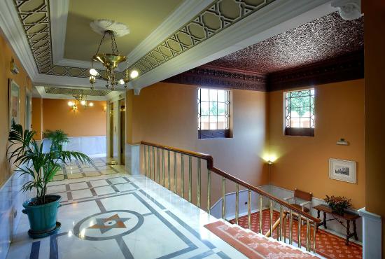 Hotel Alhambra Palace: PASILLOS - STAIRWAYS