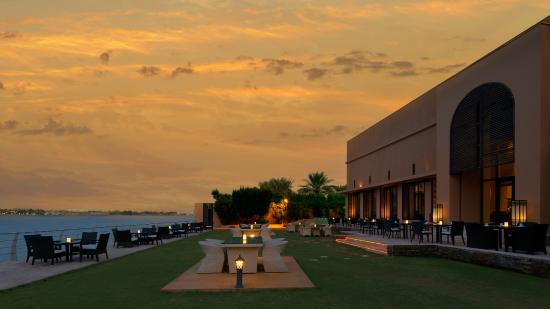 Park Hyatt Jeddah - Marina, Club & Spa : Nafoura Restaurant outside seatings